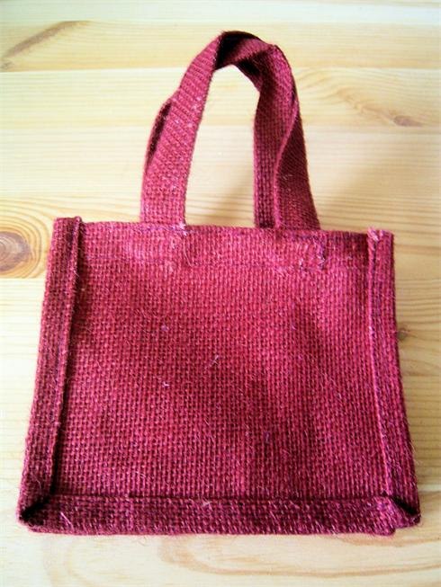 Quality Jute Gift bag With Nine Colours to Choose from in total.