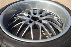 Silver sparkle rim, with black chrome middle