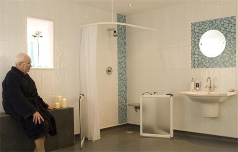 Wet room with shower curtain for privacy