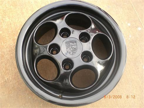 Porche wheel finished in high gloss black