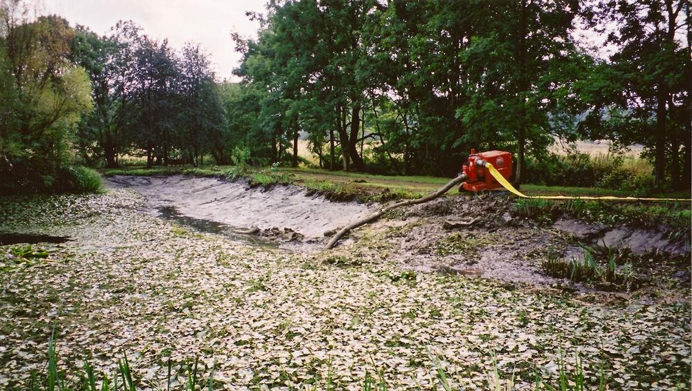 Desilting and restoration of a lake project in Devon