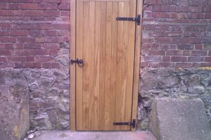 Single oak barn door