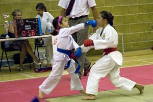 Hannah in action at a competition (blue gloves)