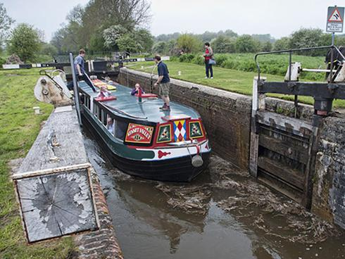 Weekend Canal breaks at The Hare and Hounds Newbury