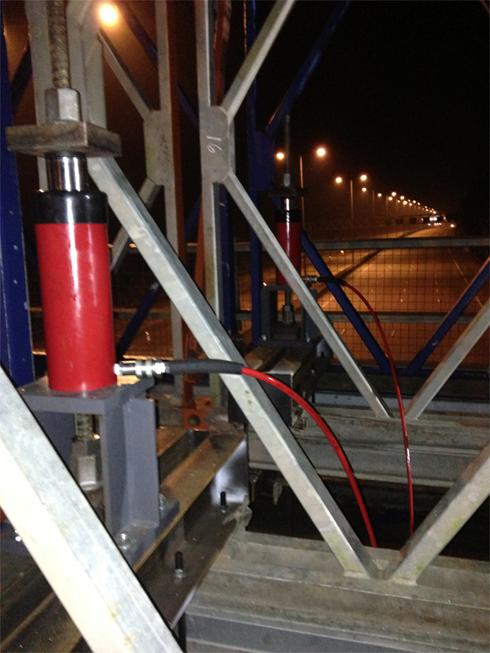 Post Tensioning Bar : Stressing load testing and post tension equipment hydra
