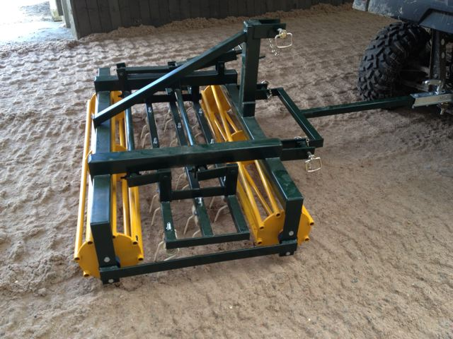 Riding arena leveller and grader for waxed and sand fibre surfaces