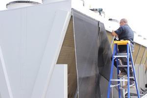 Installation of an air intake screen