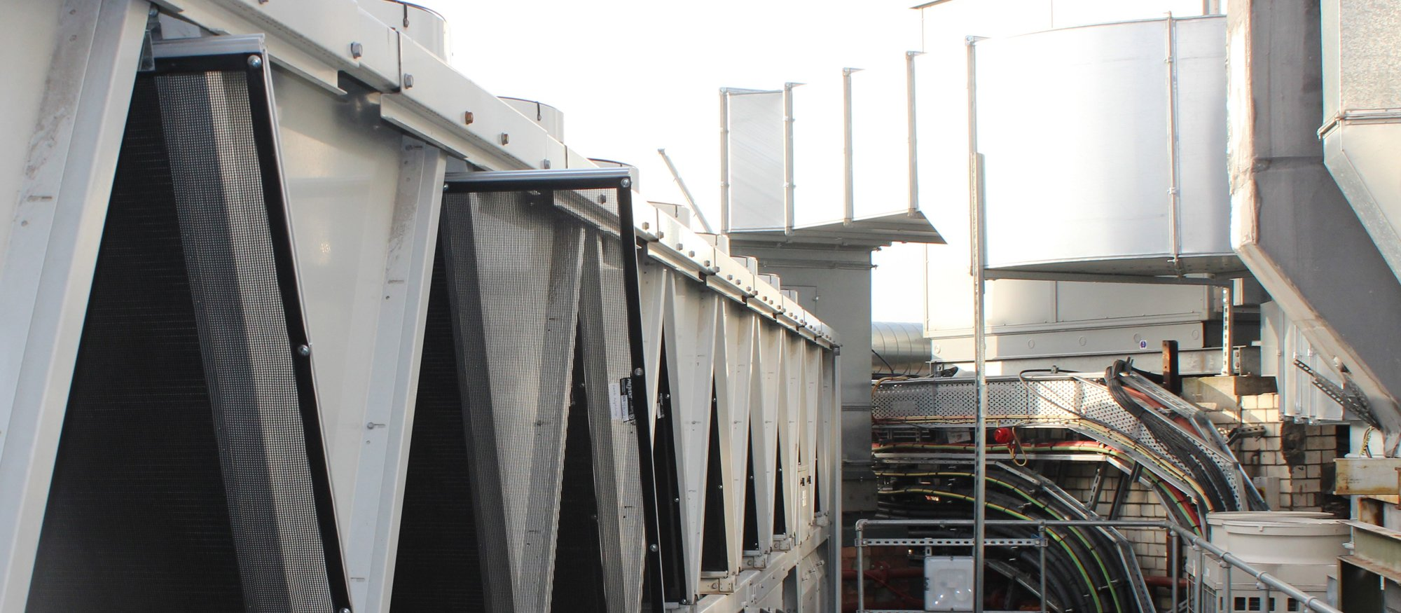 RABScreen slide out air intake filters on a Carrier rooftop chiller