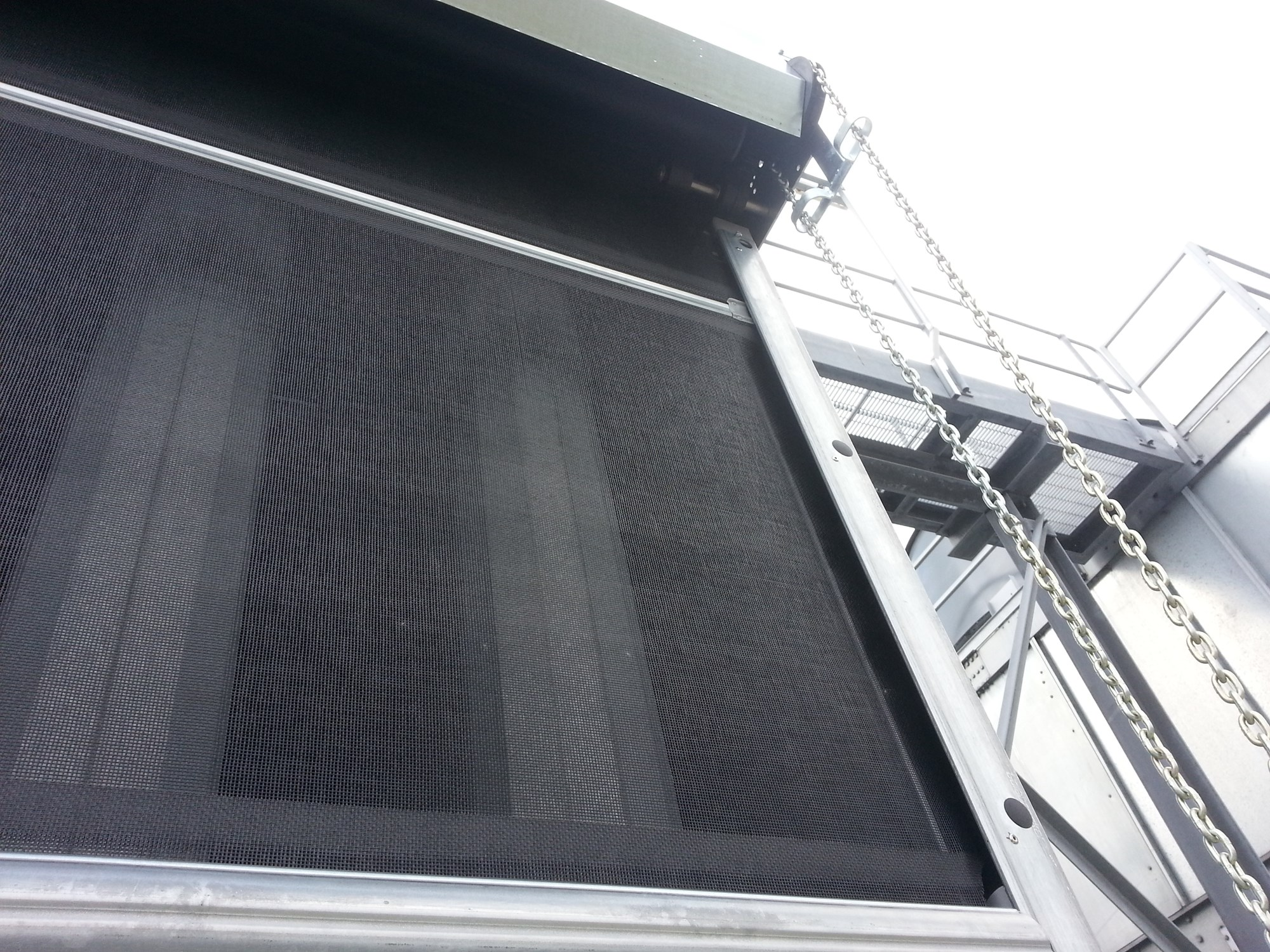 Manual air intake screen deployment for cooling tower systems