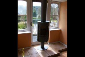 Installation using twin wall flue of a freestanding stove.