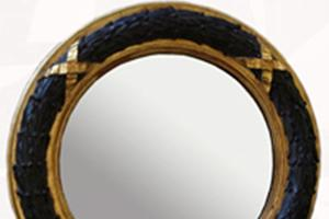 """Laurel Leaf Convex £1,150.00  A very impressive eye catching mirror, acts as a focal point in any situation and is fitted with our own deep dish antiqued silvered mirror glass .  Size 32"""" diameter Can be gilded in either Gold or Silver."""