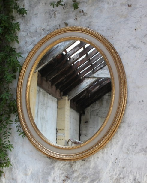 The Flat Centre Piecrust Oval<br/><br/>£385.00<br/><br/>This generously proportioned mirror frame can be hung either portrait or landscape. The centre panel of the frame can be hand gilded or painted.<br/><br/>Example size: 79cm x 95cm (31' x 37')