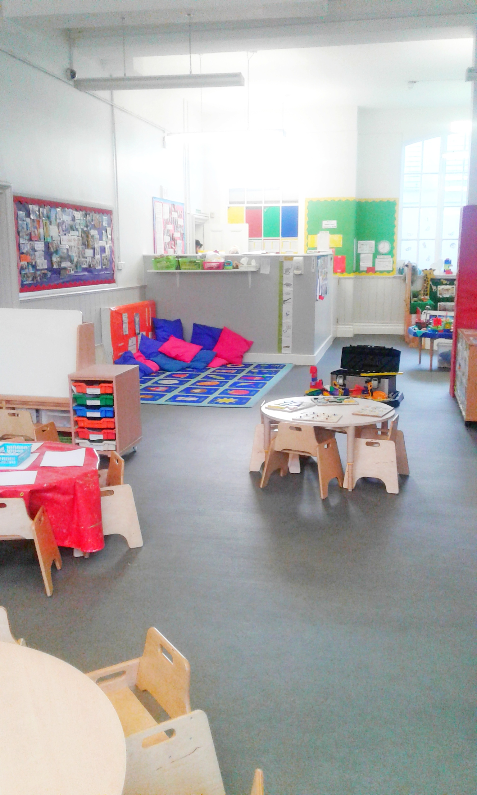 Toddler room, round tables