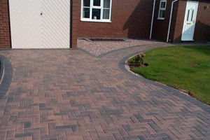 Block paved driveway in Ellesmere Port, colour burnt ochre.
