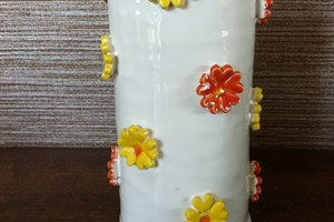 Daisy vase £15<br/> <a class='button' target='blank' href='https://www.paypal.com/cgi-bin/webscr?cmd=_s-xclick&hosted_button_id=TPKD3SFENUJ2Y'>Buy now</a>