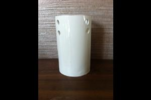 White circle vase £20<br/> <a class='button' target='blank' href='https://www.paypal.com/cgi-bin/webscr?cmd=_s-xclick&hosted_button_id=69BCDFZN9J95G'>Buy now</a>