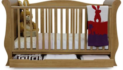 <h2>HOLLIE COT BED<br/></h2><p><span>Colours:</span><br/>WHITE WALNUT OAK</p><p><span>Price:</span><br/>£299</p>