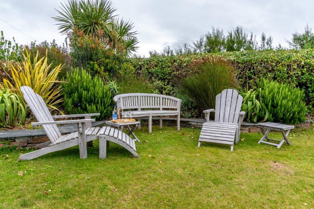 Treless Outside Lounge | Garden