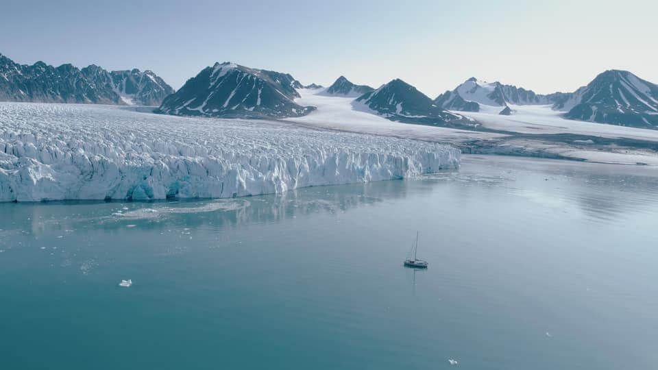 This is the Owen Clarke ice strengthened sailing explorer and charter yacht Qilak cruising the Svalbard Archipelago in the Arctic