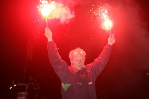 That flares picture, a happy and relieved Mike Golding, the second smoking session he had since crossing the line !