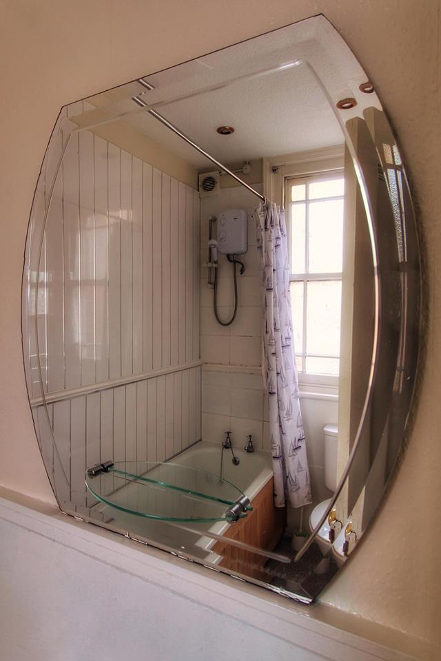 Seagulls apartment bathroom