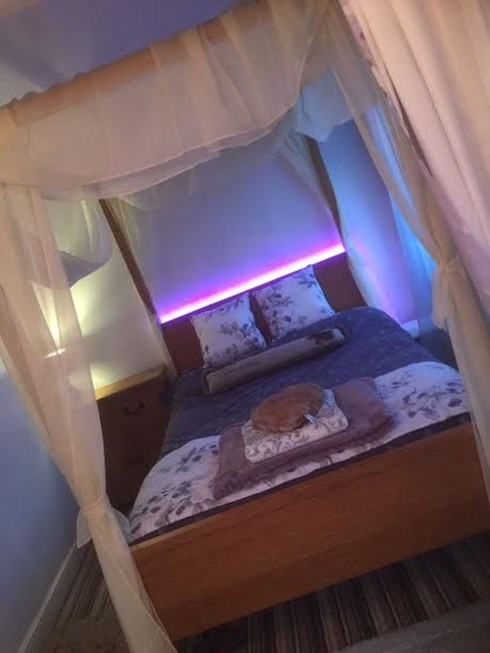 Seagulls Nest four poster bed at night