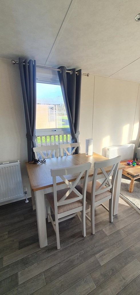 Extending table with additional chairs if required