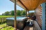 Seagulls Log Cabin with Hot tub and sauna