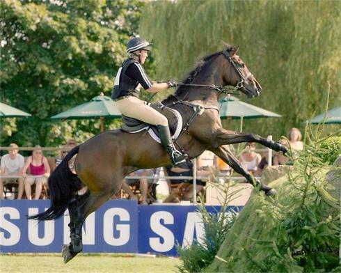 Kellymoss going on to the Sussex Bank, Hickstead 08