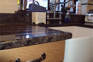 Drainer Grooves into Belfast Sink with upstands and Window cill.